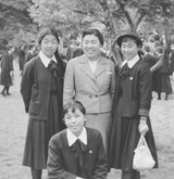 修学旅行で生徒と(1956年)