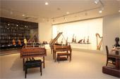 写真 上野学園所蔵の古楽器(ピリオド楽器)